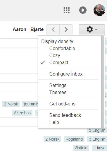 Hvis du velger kompakt utseende i den gamle Google adresseboken, har du best oversikt over dine kontakter.